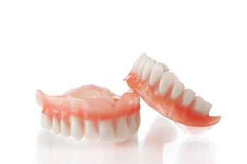 Cъемные зубные протезы